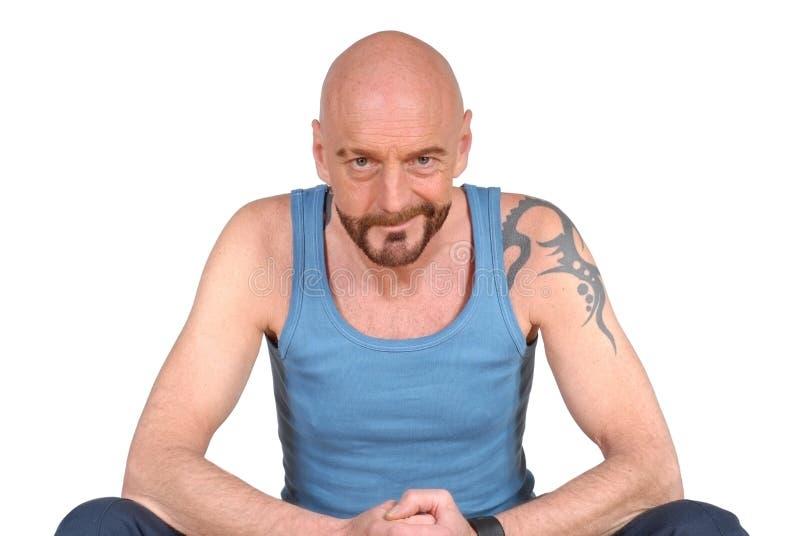 Homem envelhecido médio, tatuagem imagens de stock