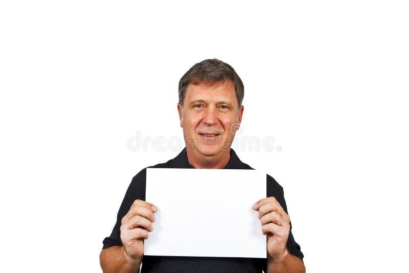 Homem esperto que prende um poster vazio imagem de stock