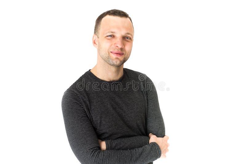 Homem europeu adulto novo de sorriso, retrato do estúdio imagens de stock royalty free