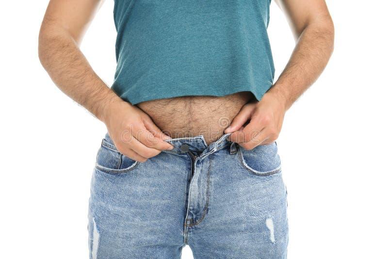Homem excesso de peso em calças pequenas no fundo branco foto de stock