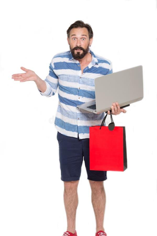 Homem expressivo que guarda o dispositivo moderno e que olha surpreendido imagens de stock royalty free