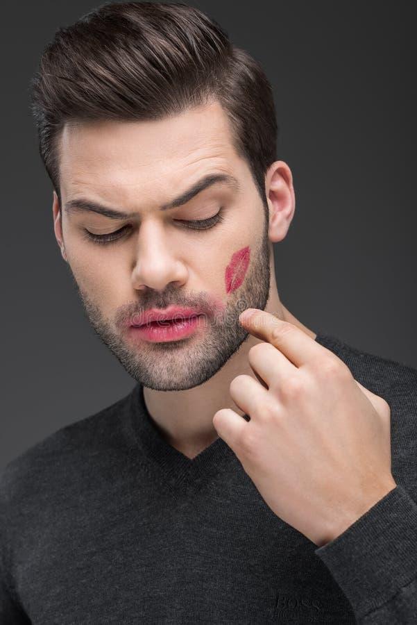 homem farpado considerável com a cópia do beijo no mordente fotografia de stock royalty free