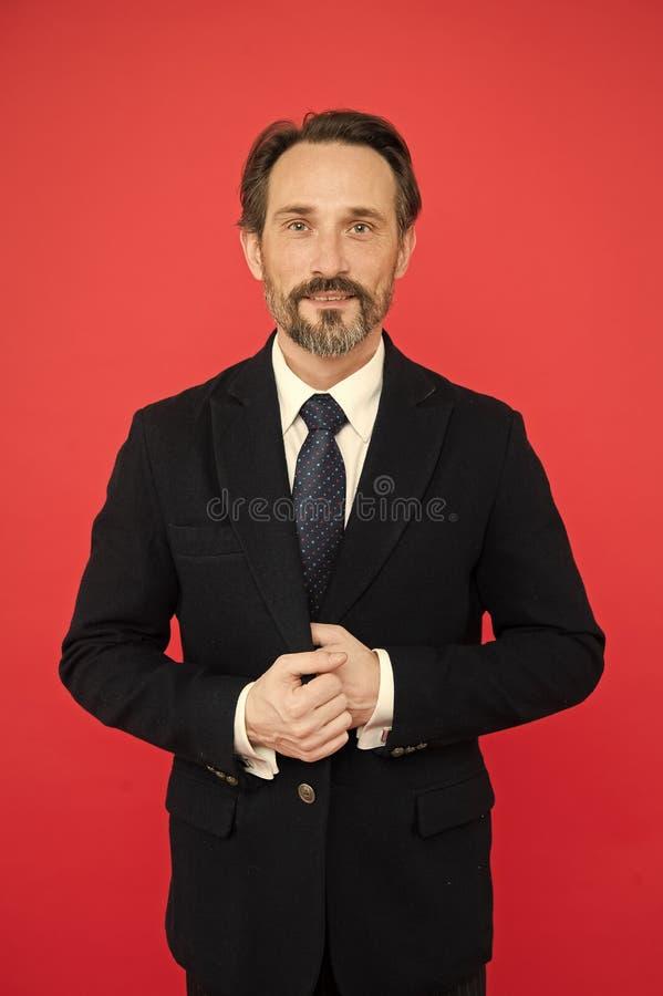 Homem farpado Forma formal Sof? do neg?cio Moderno maduro com barba Forma do neg?cio Moderno caucasiano brutal com imagem de stock