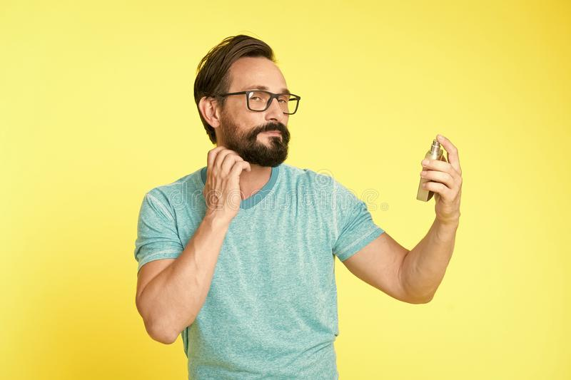 Homem farpado Moderno maduro com barba Moderno caucasiano brutal com bigode Forma masculina Cuidado facial Homem feliz foto de stock