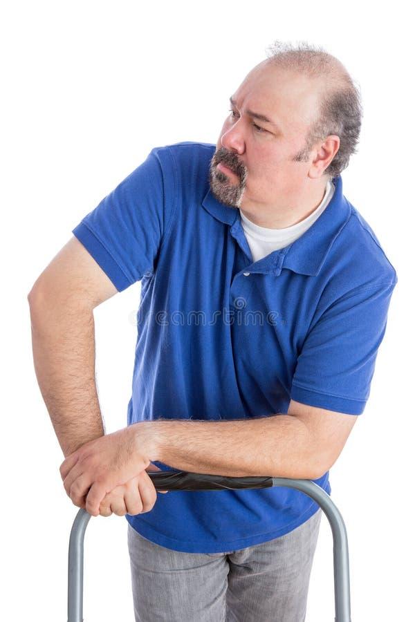 Homem farpado sério que olha a distância fotos de stock