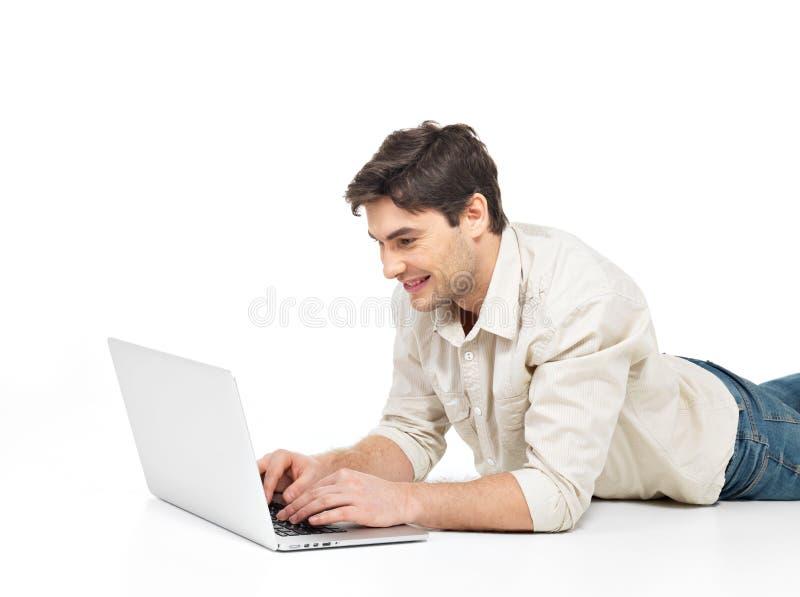 Homem feliz bem sucedido com portátil foto de stock royalty free