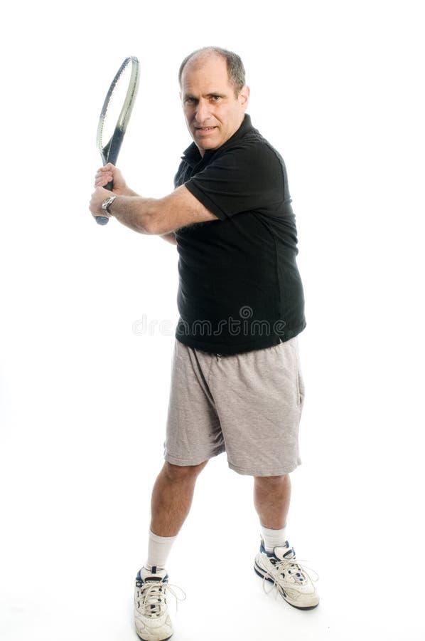 Homem feliz da Idade Média que joga o tênis fotos de stock