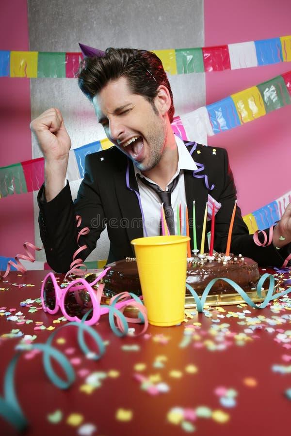 Homem feliz do gesto no partido de feriado fotografia de stock