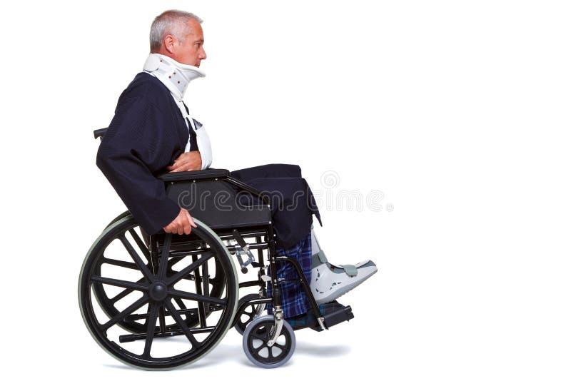 Homem ferido na cadeira de rodas fotografia de stock royalty free