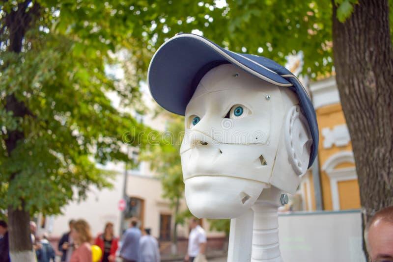 Homem futurista, robô branco impresso em uma impressora 3d imagem de stock