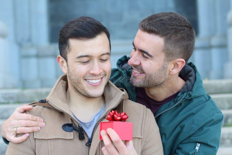 Homem gay estalando a pergunta fotografia de stock royalty free