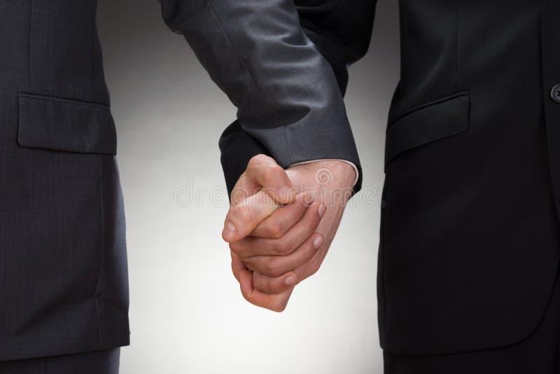 Homem gay que guardam as mãos imagens de stock