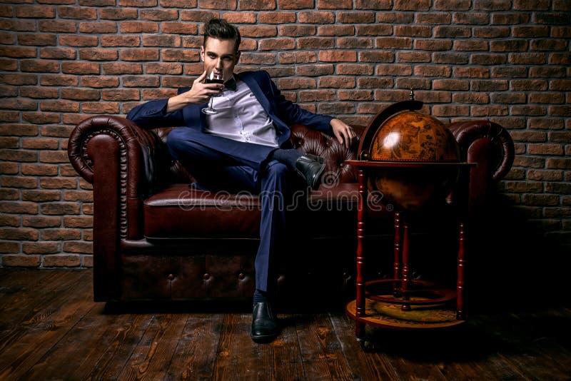Homem glamoroso imagem de stock royalty free