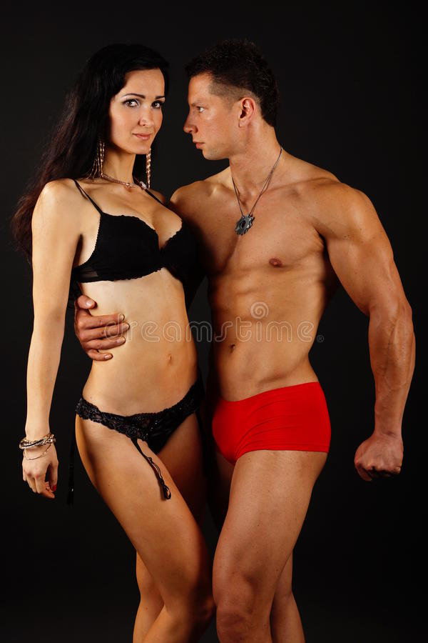Homem grande com sua amiga fotografia de stock royalty free