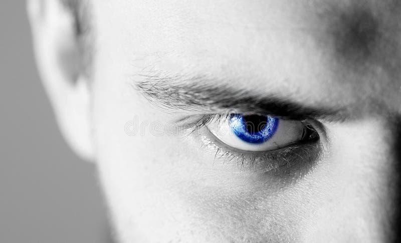 Homem humano bonito, indivíduo, olho da cara, macro, fim acima do azul imagem de stock royalty free