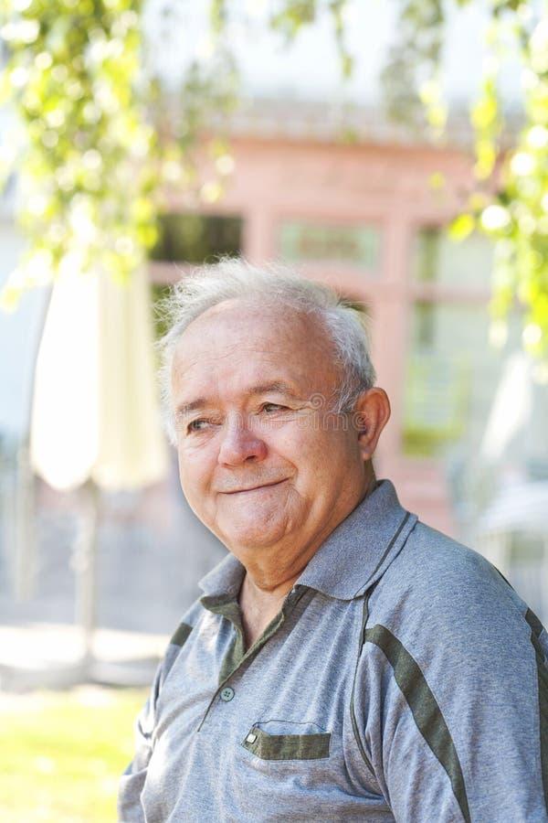 Homem idoso de sorriso foto de stock royalty free