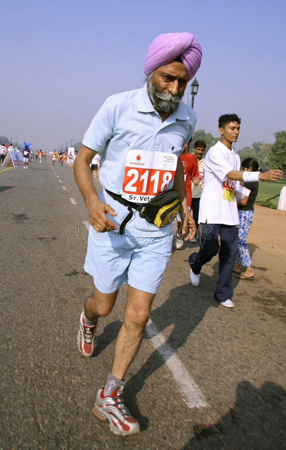 Homem idoso do sikh na maratona,   imagem de stock royalty free