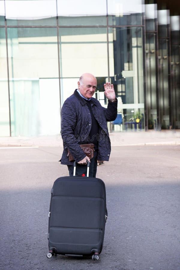 Homem idoso que acena adeus imagem de stock royalty free