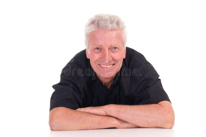 Homem idoso que encontra-se no branco imagens de stock royalty free