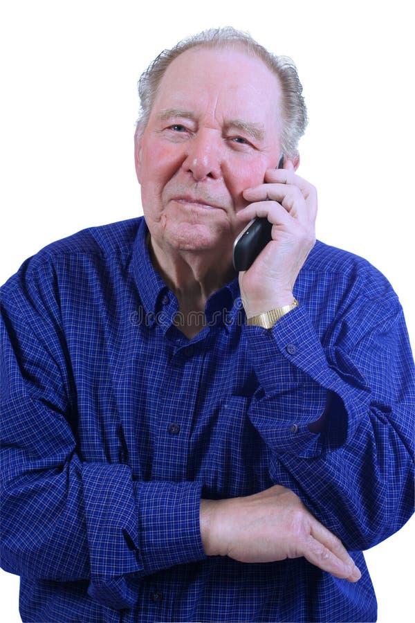 Homem idoso que usa o telefone de pilha fotos de stock royalty free