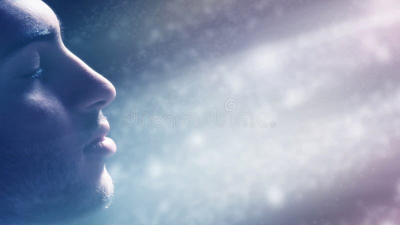 Homem imergido na luz imagens de stock