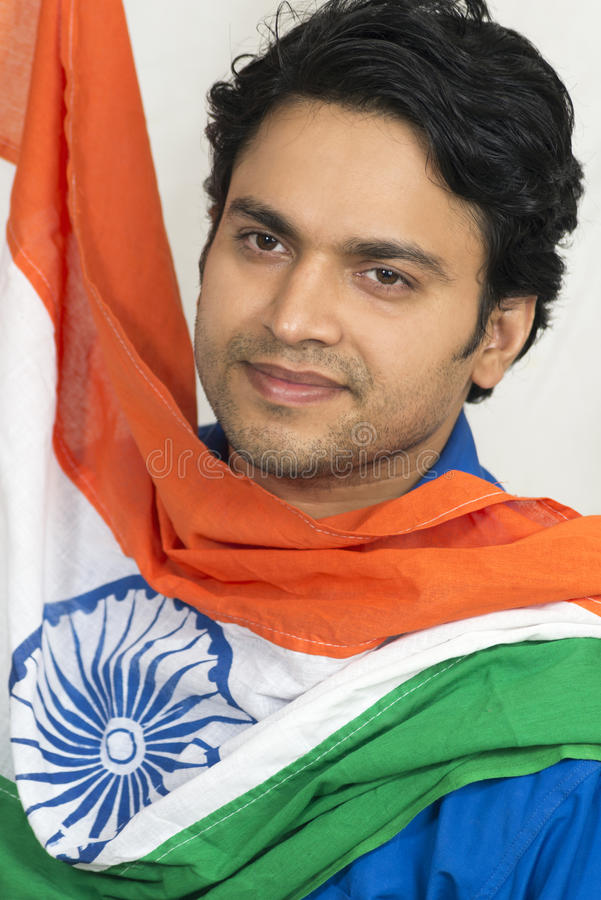 Homem indiano com bandeira indiana imagens de stock royalty free