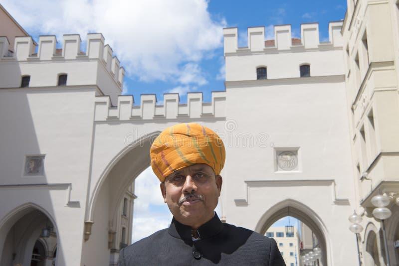Homem indiano com o turbante em Munich imagens de stock