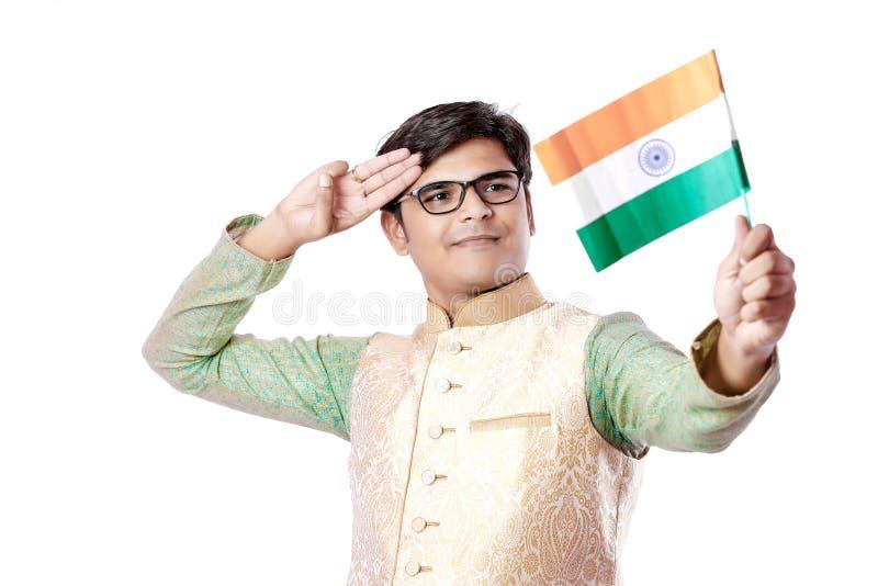 Homem indiano novo com Lord Ganesha, comemorando o festival de Ganesh imagem de stock