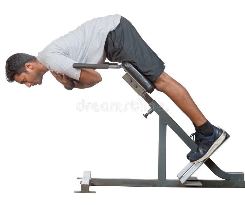 Homem indiano novo que dá certo em um gym fotos de stock