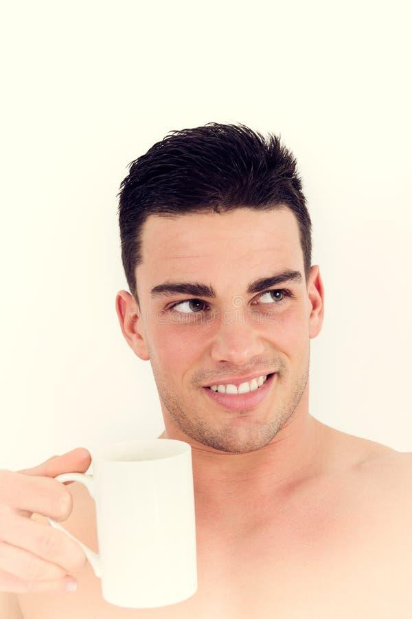 Homem lindo que guarda uma xícara de café imagens de stock