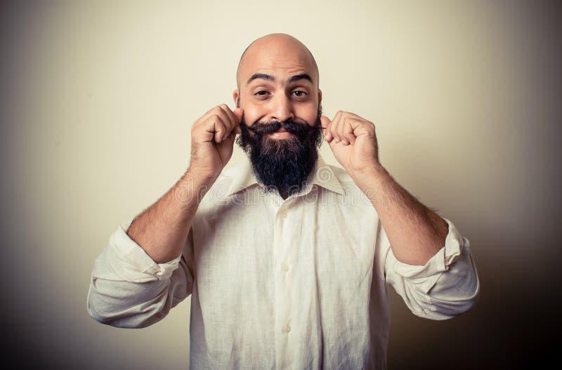 Homem longo da barba e do bigode com camisa branca fotos de stock