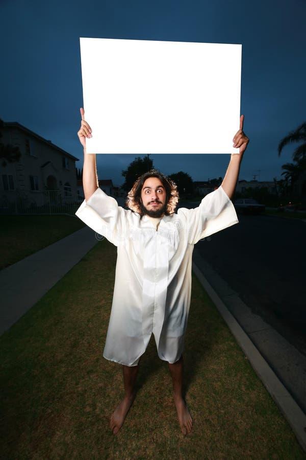 Homem louco com quadro de avisos branco imagens de stock royalty free