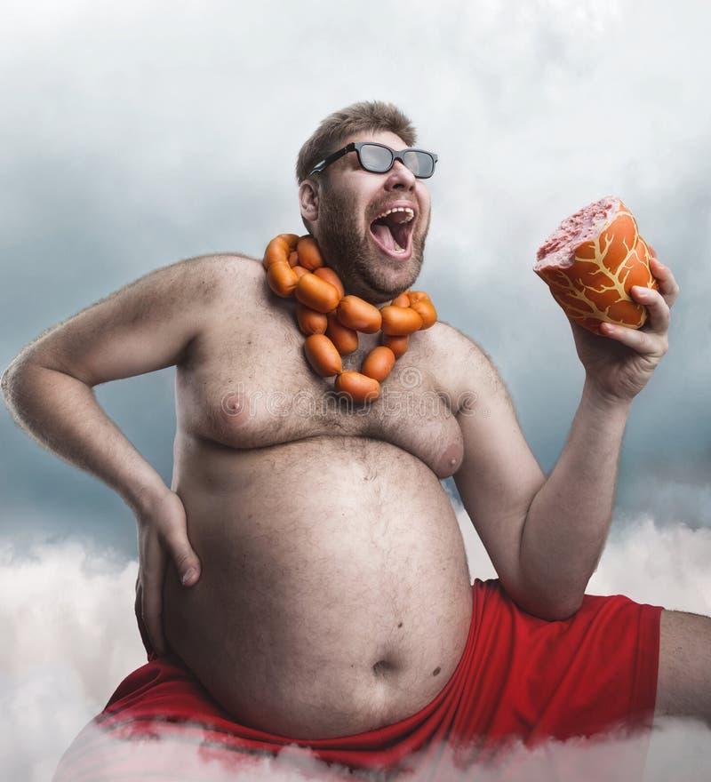 Homem louco com salsichas foto de stock