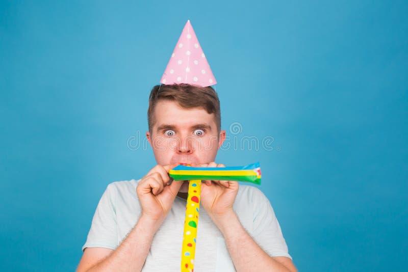 Homem louco do tolo Expressão feliz Conceito do dia dos enganados imagens de stock royalty free