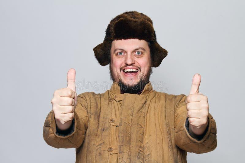 Homem louco feliz do russo com orelha foto de stock