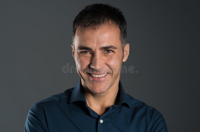 Homem maduro de sorriso imagens de stock royalty free