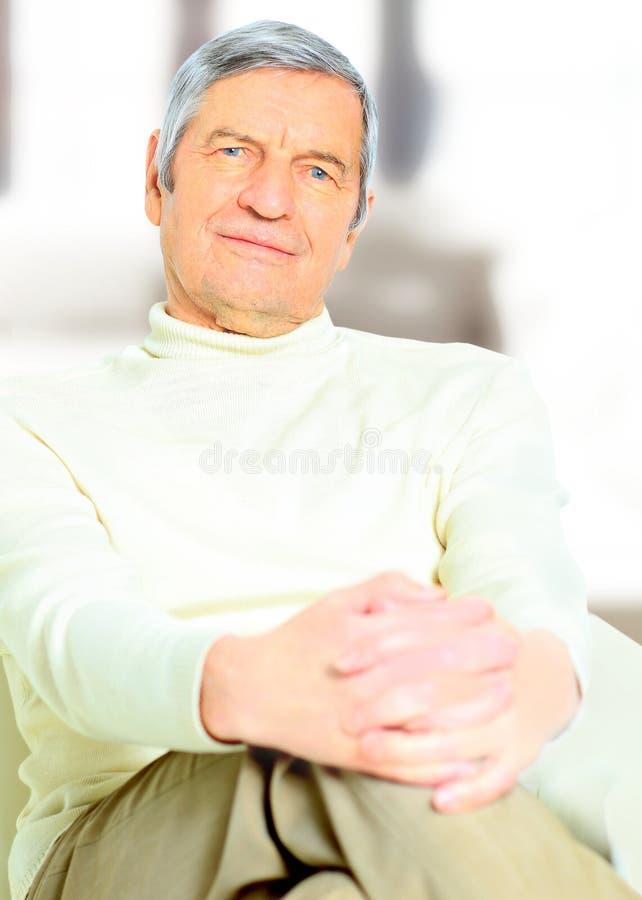 homem mais idoso feliz fotografia de stock