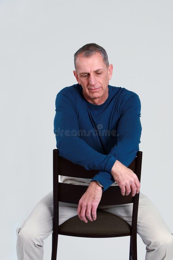 Homem mais idoso infeliz imagem de stock
