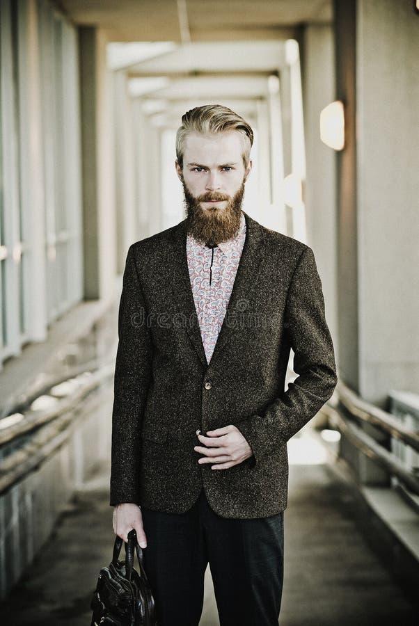 Homem modelo farpado atrativo considerável novo fotos de stock royalty free