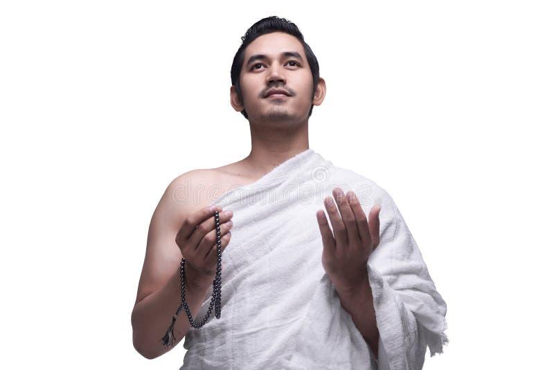 Homem muçulmano asiático religioso no vestido do ihram pronto para o Haj imagens de stock royalty free