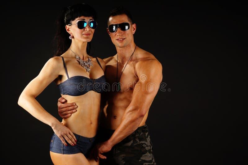 Homem muscular com sua amiga fotografia de stock royalty free
