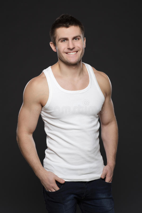 Homem muscular de sorriso fotos de stock royalty free
