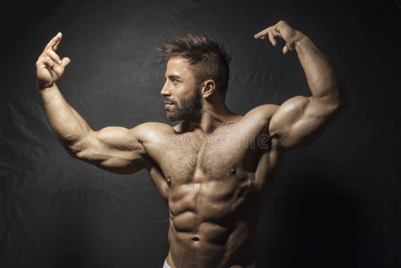 Homem muscular farpado imagens de stock royalty free