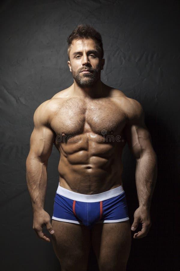 Homem muscular farpado foto de stock