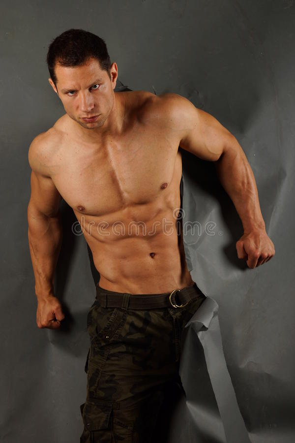 Homem muscular papel rasgado fotos de stock