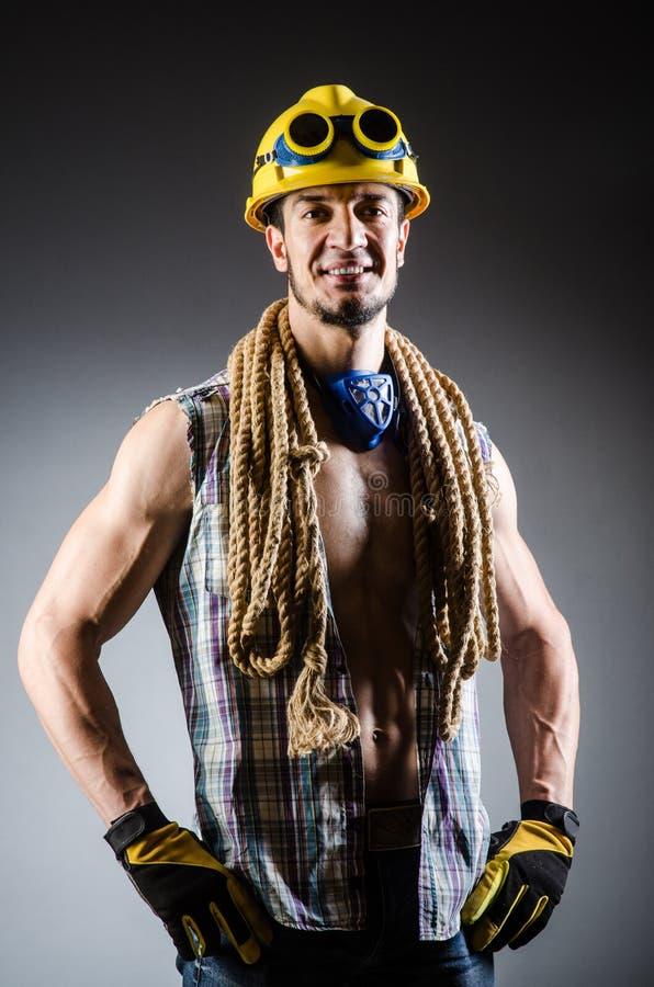 Homem muscular rasgado do construtor fotografia de stock