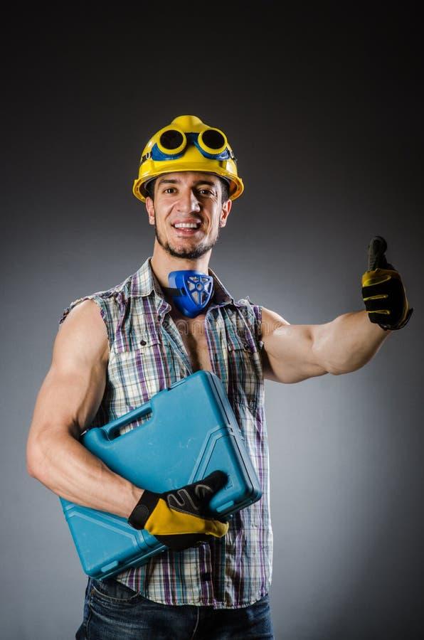 Homem muscular rasgado do construtor imagem de stock