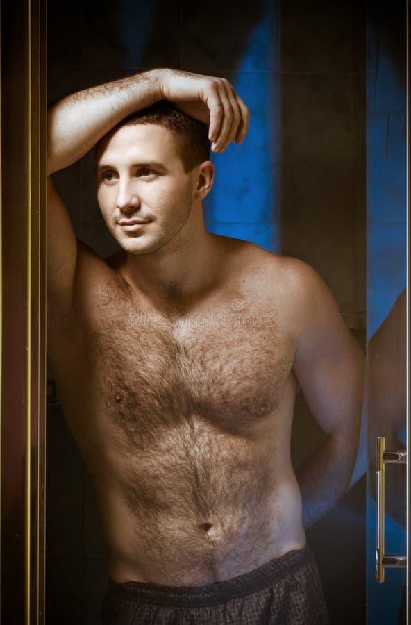 Homem muscular 'sexy' molhado novo fotografia de stock