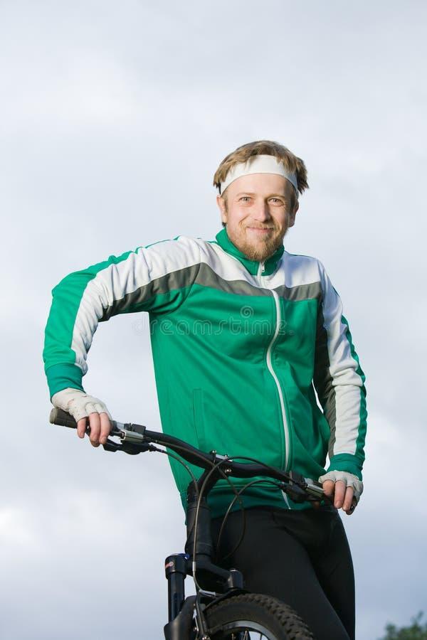 Homem na bicicleta imagem de stock