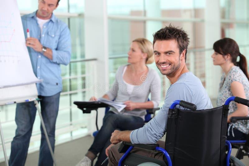 Homem na cadeira de rodas imagem de stock